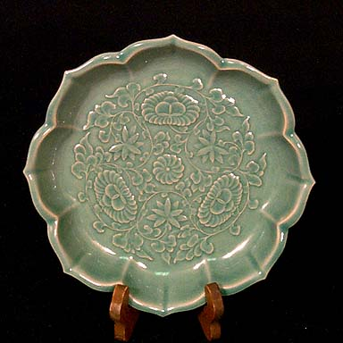 Large Lotus-shaped Celadon Plate