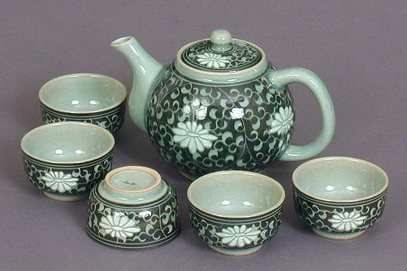 Tall Dark Chrysanthemum Teapot Set